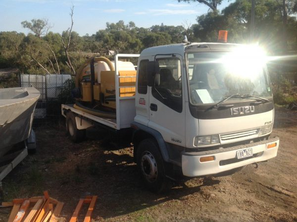 1998 Isuzu FVR 950 with Vermeer Ring O Matic 1