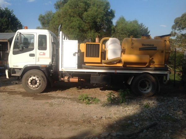 1998 Isuzu FVR 950 with Vermeer Ring O Matic 4