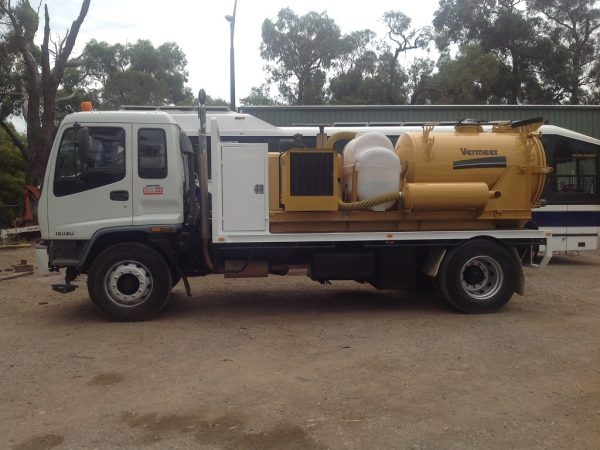 1998 Isuzu FVR 950 with Vermeer Ring O Matic 9
